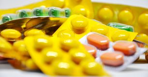 用于医药目的多彩多姿的片剂 免版税库存照片