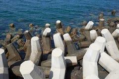 用于沿海保护的具体tetrapods 免版税图库摄影