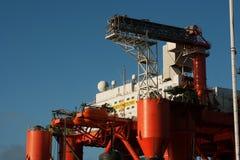 用于近海油和煤气产业的一个大适应平台的超结构 免版税库存照片