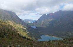 用云彩和山加盖的三座湖 免版税库存图片