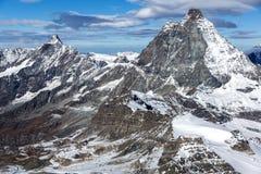 用云彩报道的登上马塔角冬天全景,阿尔卑斯,瑞士 免版税库存图片