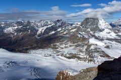 用云彩报道的登上马塔角冬天全景,阿尔卑斯,瑞士 库存照片