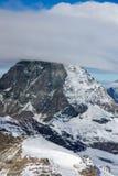 用云彩报道的登上马塔角冬天全景,阿尔卑斯,瑞士 免版税图库摄影