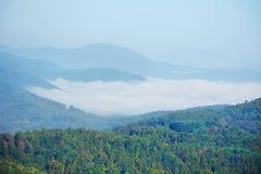 用云彩盖的美丽的青山 图库摄影