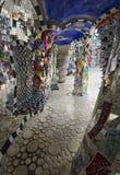 用五颜六色的马赛克盖的专栏 免版税库存照片