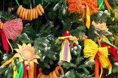 用假日的标志装饰的树Shrovetide 图库摄影