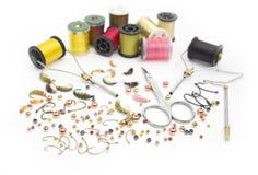 用假蝇钓鱼工具和材料 免版税图库摄影