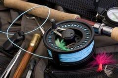 用假蝇钓鱼齿轮 免版税库存照片