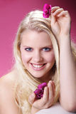 用兰花装饰的美好的白肤金发的妇女健康 库存照片