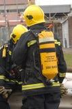 用具呼吸的消防队员s 免版税图库摄影