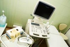 用具超声波考试 医学研究 工作在医院 系列健康例证人员炫耀向量 免版税图库摄影