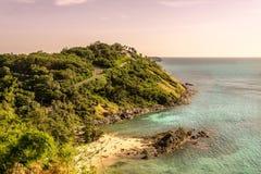 用凉快,温暖的阳光观看海风景 库存照片