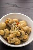 用卤汁泡的蘑菇 免版税库存照片
