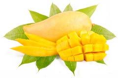 用叶子切装饰的芒果 免版税库存图片