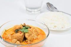 用咖哩粉调制与笋的鸡,泰国食物 免版税库存图片