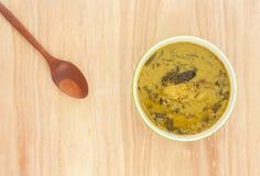 用咖哩粉调制辣vegelable,并且鱼烤用椰奶 免版税库存图片