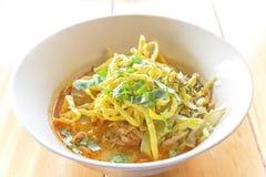 用咖喱粉烹调的汤面 库存图片
