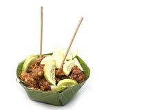 用咖喱粉烹调的鱼糕,投入在容器由香蕉叶子制成在a 图库摄影