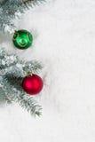 用圣诞节装饰品装饰的杉树 库存照片