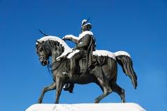 用在中心正方形的雪盖的Tomislav国王雕象在萨格勒布,克罗地亚,欧洲 库存照片