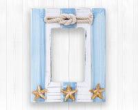 用在木纹理背景的海洋样式装饰的木框架 免版税库存图片