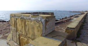 用在波摩莱手段的石海边堤防盖,保加利亚 免版税库存图片