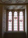 用在犹太教堂珊瑚的彩色玻璃装饰的窗口在布加勒斯特市在罗马尼亚 免版税库存照片
