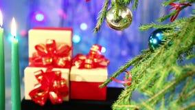 用在蓝色背景的球装饰的圣诞树 影视素材
