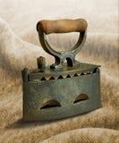 用坚硬金属做的老葡萄酒铁 免版税库存照片