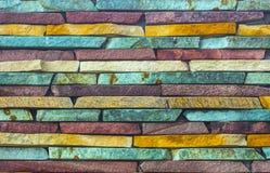 用多块石头做的艺术性的墙壁的片段 免版税图库摄影