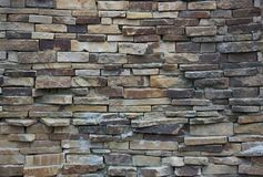 用多块石头做的艺术性的墙壁的片段 免版税库存图片