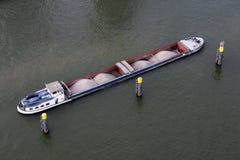 用大块装载的驳船 图库摄影