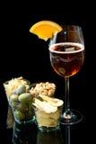 用大杯喝的饮料用桔子和开胃菜 库存图片
