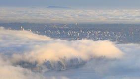 用大雾盖的城市 库存图片