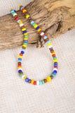 用小塑料小珠做的五颜六色的项链 免版税库存图片
