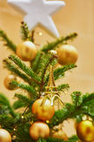 用小的埃佛尔铁塔装饰的圣诞树 图库摄影