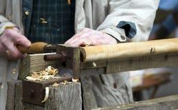 用工具加工木头工作 免版税库存照片
