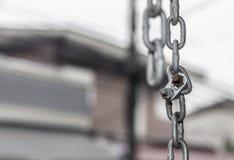 用工具加工链子人使用消极限制和预防 库存照片