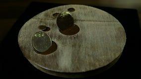 用巧克力圈子装饰的圆的现代早餐点心 股票视频