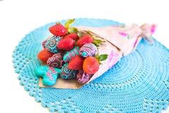 用巧克力盖的草莓被设计作为花束 库存图片