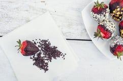 用巧克力盖的草莓 免版税库存照片