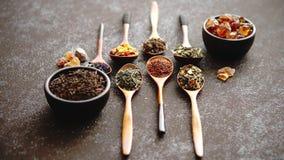 用干茶叶的不同的类型的匙子 影视素材