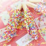 用彩虹涂的饼干棍子 免版税库存图片
