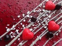 用心脏装饰的蛋糕 免版税库存图片