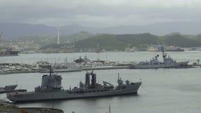 用意大利语拉斯佩齐亚市,加注油工,海军辅助船端起 影视素材