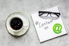 用户支持有联络的公司办公室我们文本和标志顶视图 库存图片