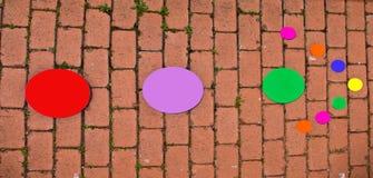 用所有颜色圈子做的箭头  免版税库存图片