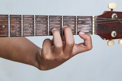 用手播放吉他版本15 库存照片