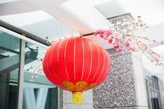 用挂中国灯笼装饰的天花板 库存图片