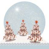 用星和弓装饰的圣诞树,在一张多雪的风景圣诞卡与copyspace您的文本的 库存例证